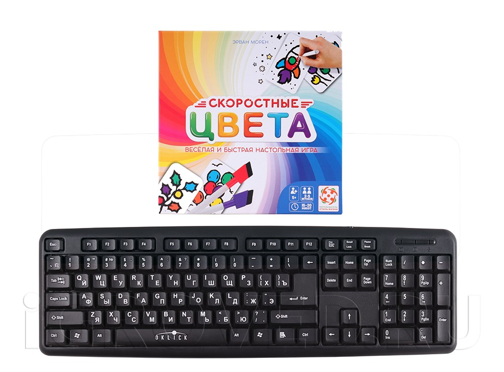 Коробка настольной игры Скоростные цвета (квадратная коробка) в сравнении с клавиатурой