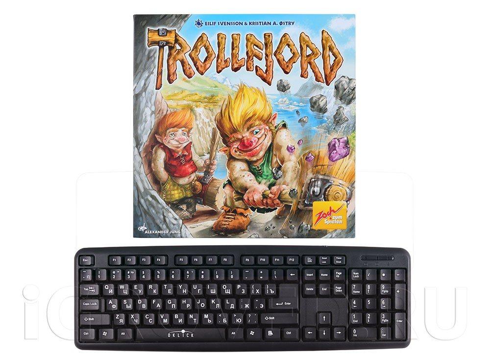 Коробка настольной игры Молот Троллей (Trollfjord) в сравнении с клавиатурой
