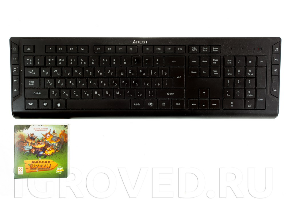 Коробка настольной игры Миссия Орехи в сравнении с клавиатурой