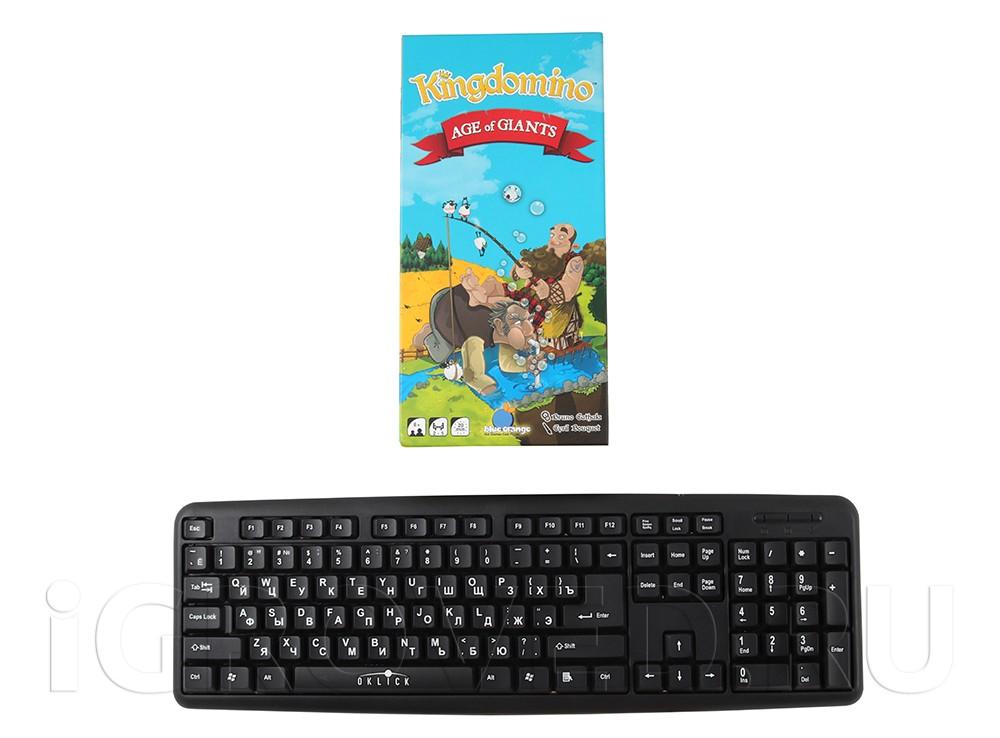 Коробка настольной игры Лоскутное королевство: Век великанов (Kingdomino Age of Giants, дополнение) в сравнении с клавиатурой