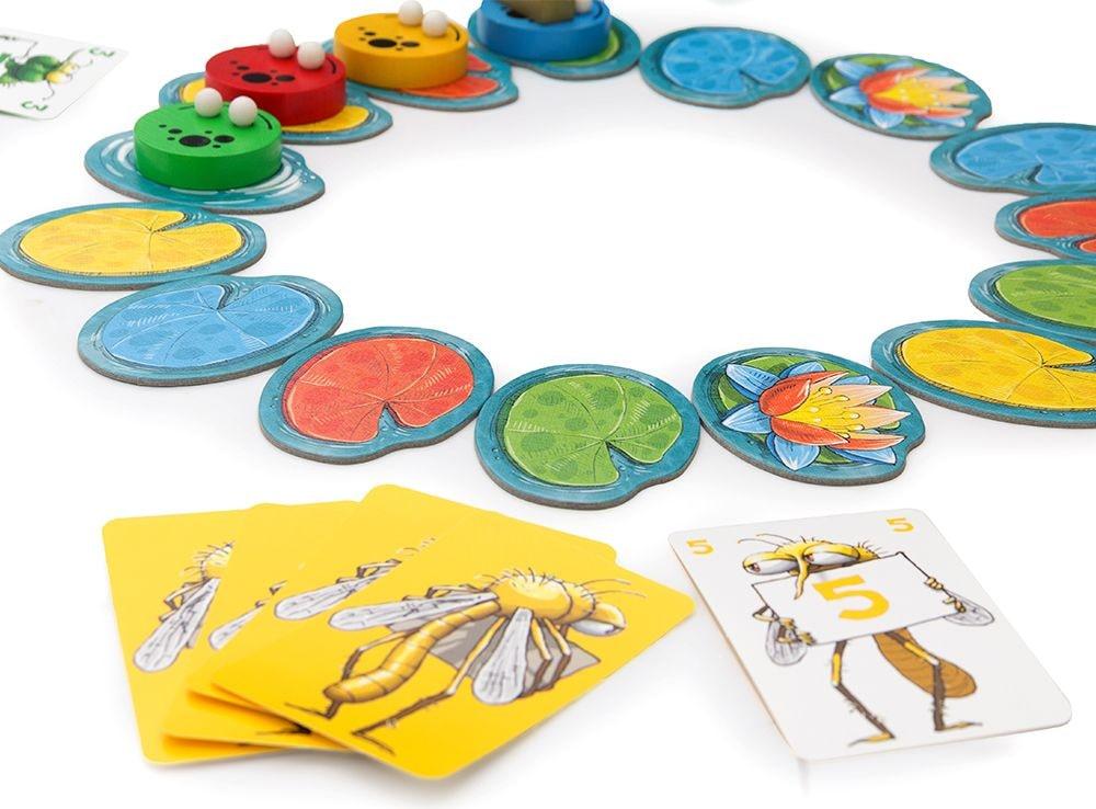 Кувшинки разных цветов образуют пруд в настольной игре Квароль лягушек (Quibbit)