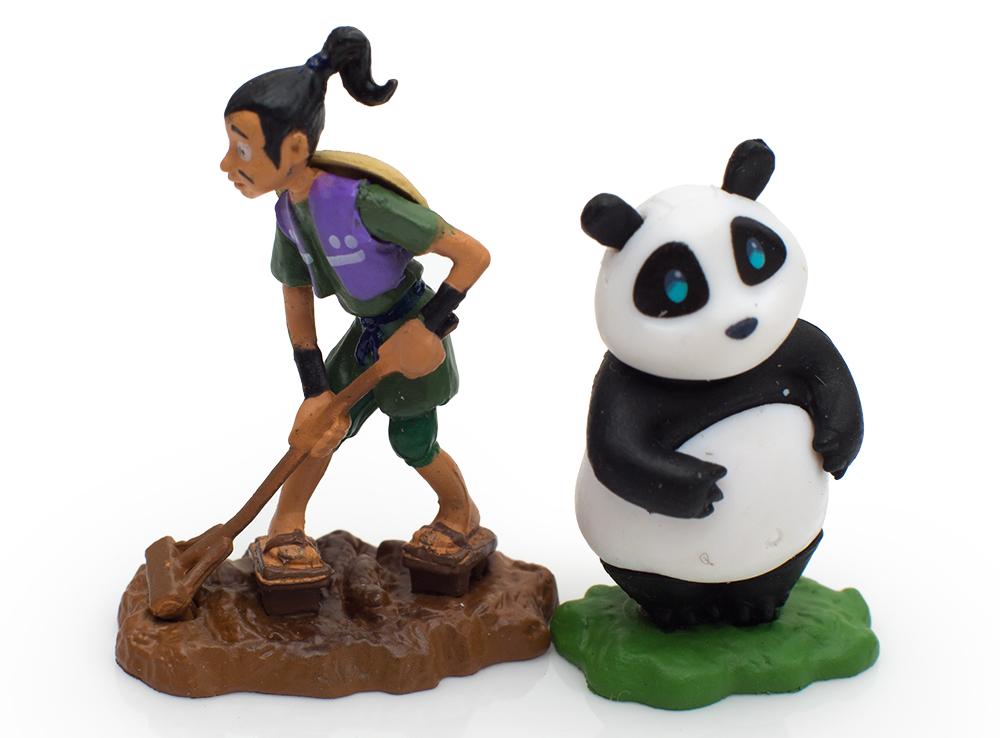 Садовник или любитель поесть - Панда? Кто кого?