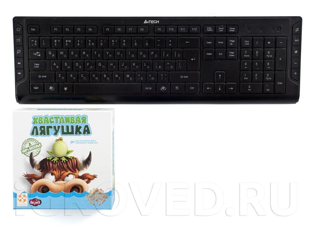Коробка настольной игры Хвастливая лягушка в сравнении с клавиатурой