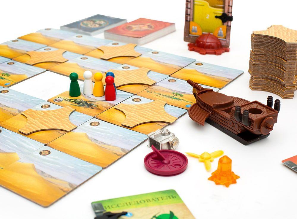 У каждого игрока есть своя роль: метеоролог, исследователь, археолог, скаут, хранитель воды или навигатор. Настольная игра Запретная пустыня