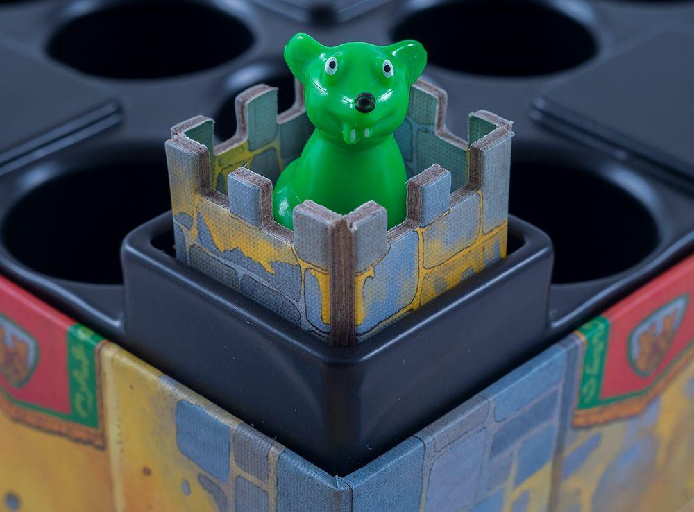 Мышки прыгают по замку в поисках сыра. Без вашей помощи им не обойтись!