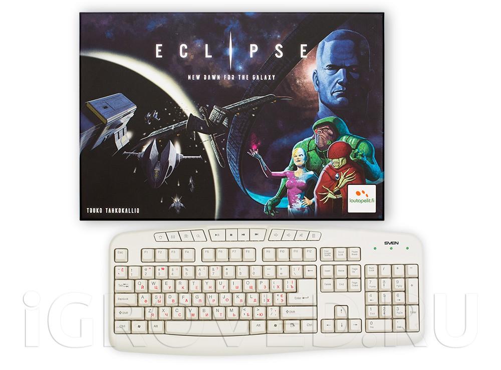 Коробка настольной игры Эклипс - возрождение галактики (Eclipse) в сравнении с клавиатурой