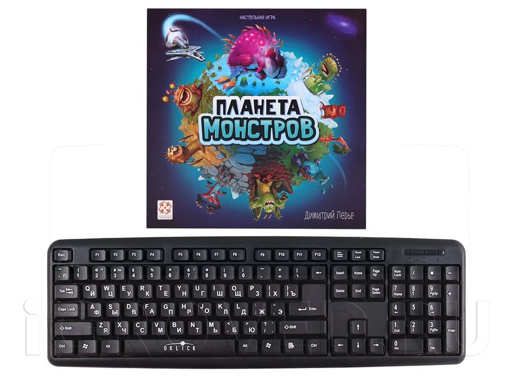 Коробка настольной игры Планета Монстров в сравнении с клавиатурой