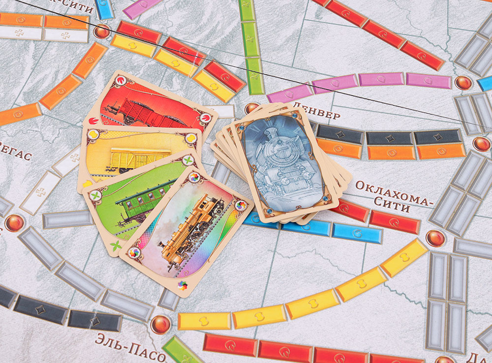 Компоненты настольной игры Билет на поезд по Америке (Ticket to Ride)