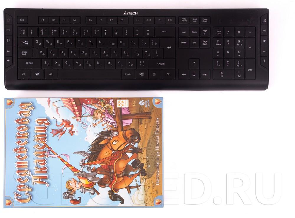 Настольная игра Средневековая академия по сравнению с клавиатурой