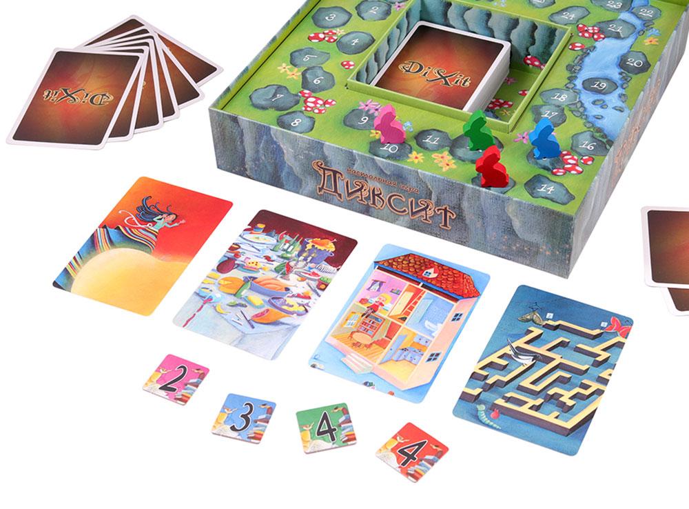 Один игрок называет ассоциацию, остальные игроки выкладывают по одной подходящей карте.