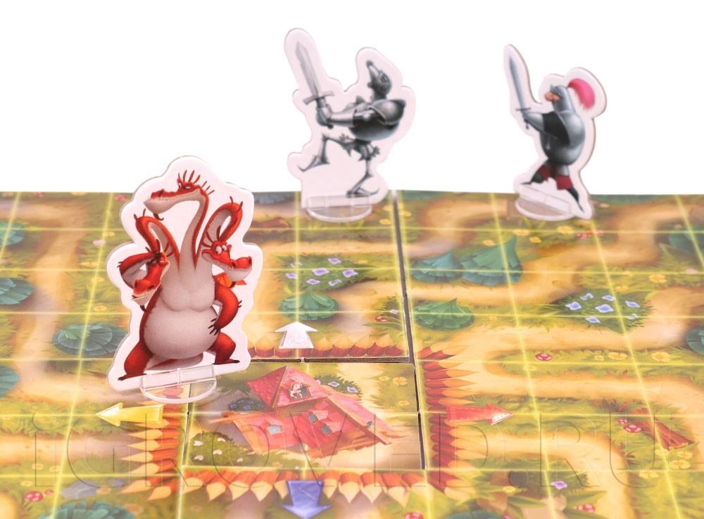 Фигурки рыцарей и дракона в настольной игры Горыныч, жги