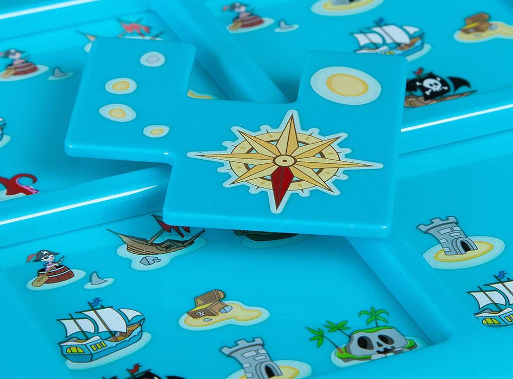 Компоненты настольной игры-головоломки Пираты. Роза ветров