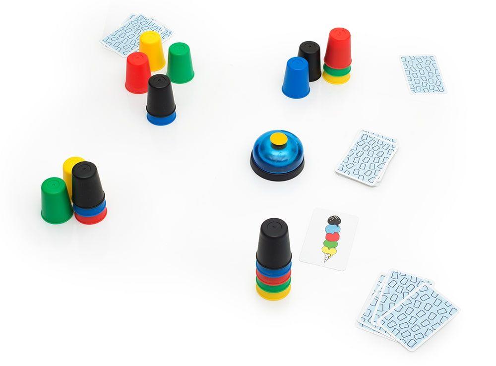 Каждый игрок берет себе 5 разноцветных колпачков. Настольная игра  Скоростные колпачки (Speed cups)