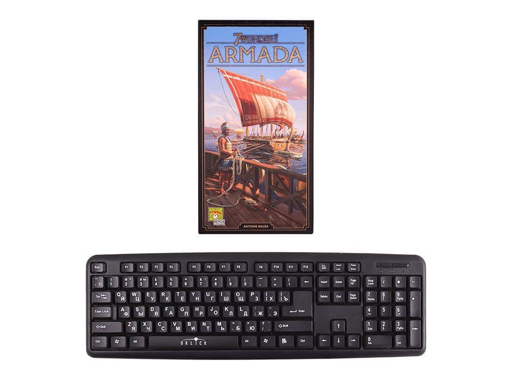 Коробка настольной игры 7 Чудес: Армада (7 Wonders: Armada, дополнение) в сравнении с клавиатурой