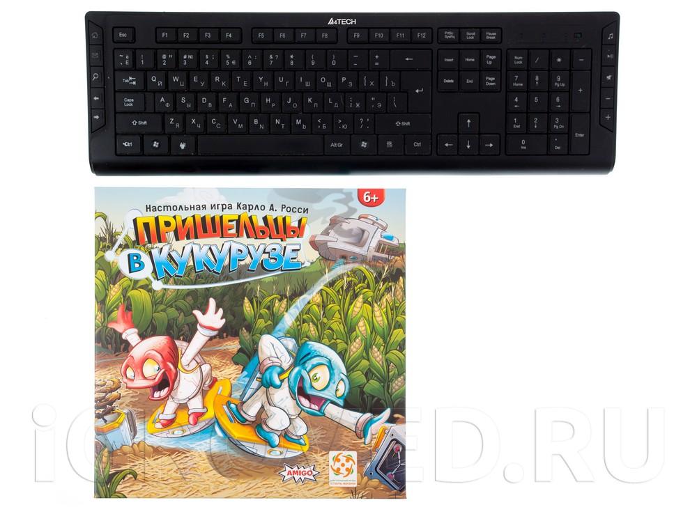Коробка настольной игры Пришельцы в кукурузе (Mino & Tauri) в сравнении с клавиатурой