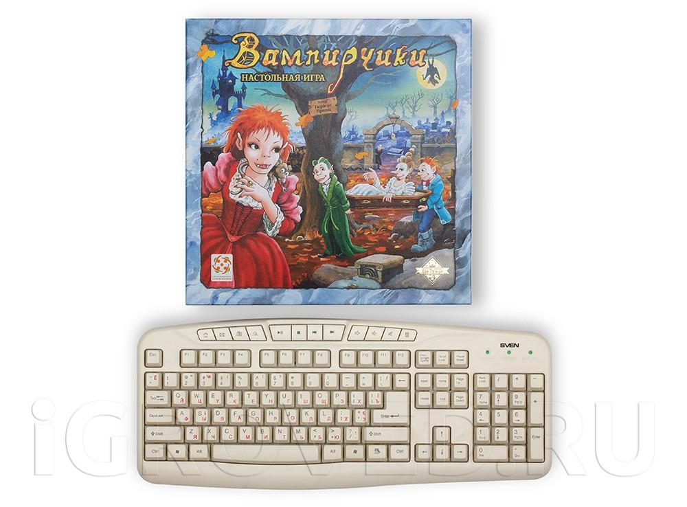 Коробка настольной игры Вампирчики в сравнении с клавиатурой