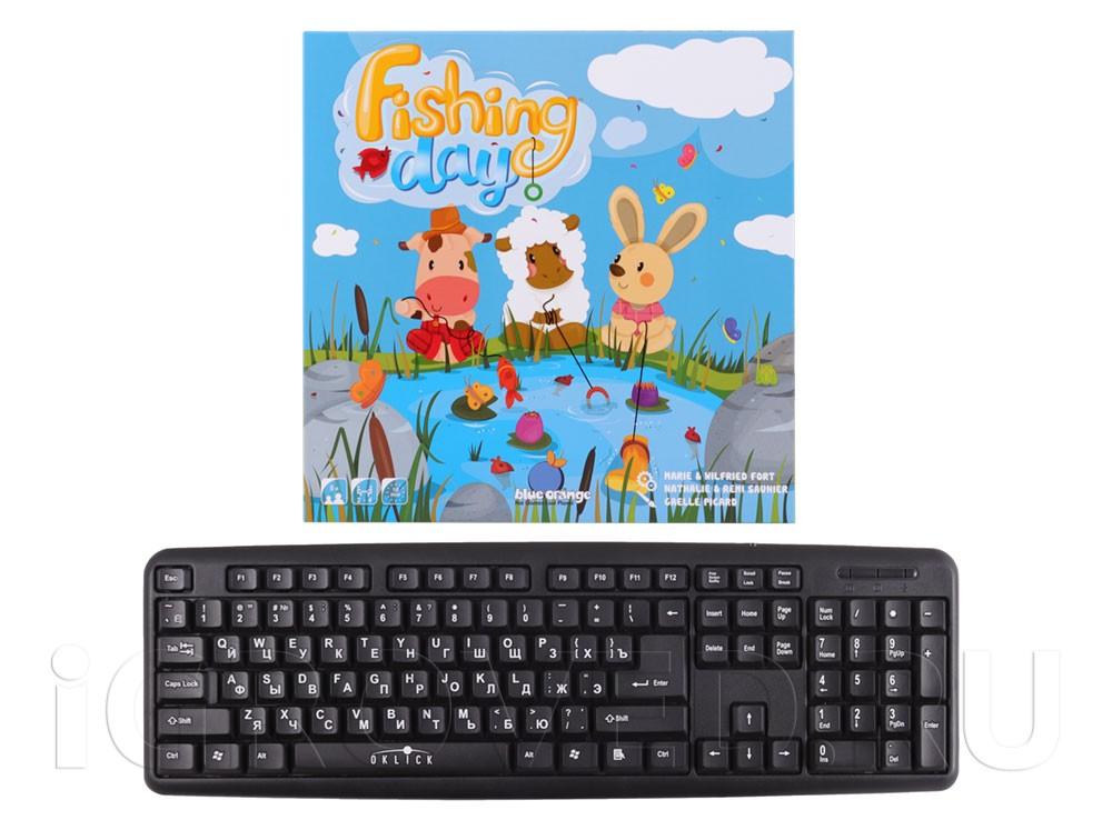 Коробка настольной игры День рыбака (Fishing Day) в сравнении с клавиатурой