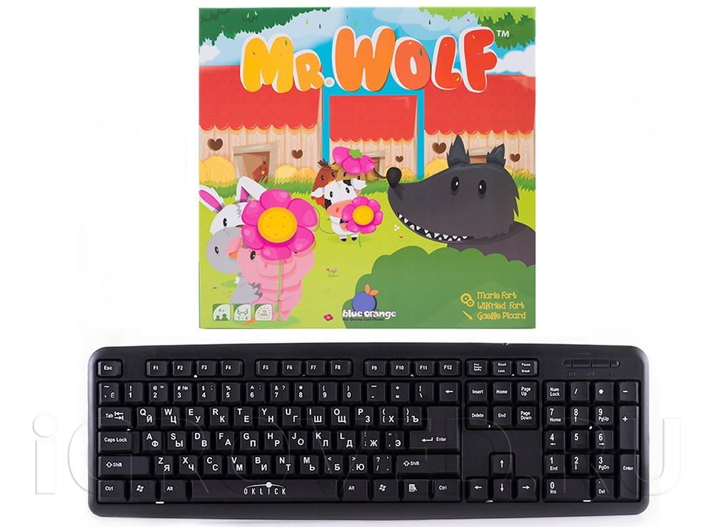 Коробка настольной игры Мистер Волк (Mr. Wolf) в сравнении с клавиатурой