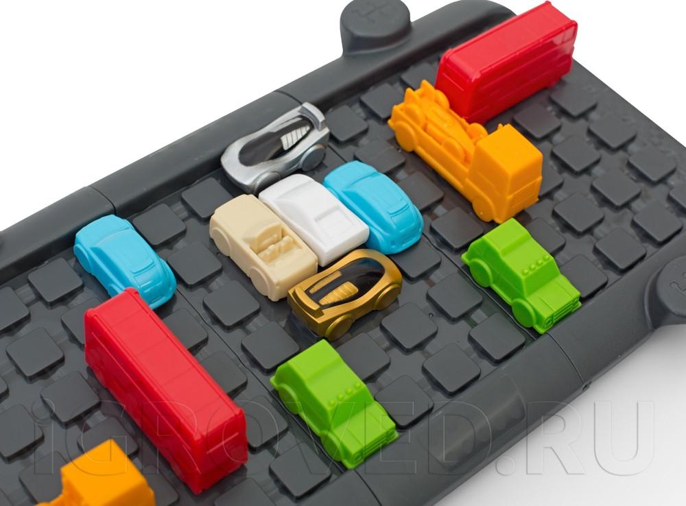 Можно двигать своего Гонщика или другие машинки, расчищая путь себе или блокируя оппонента