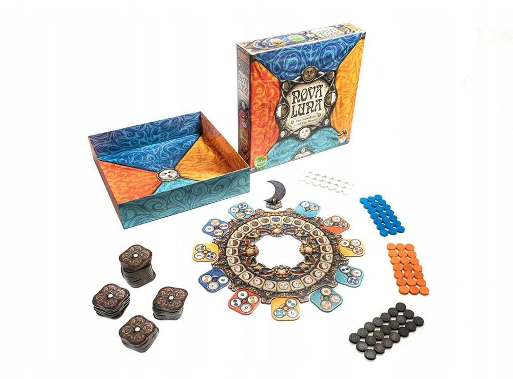 Коробка и компоненты настольной игры Новолуние