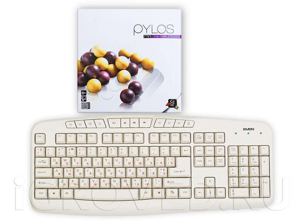 Коробка настольной игры Пилос Мини (Pylos Mini) в сравнении с клавиатурой