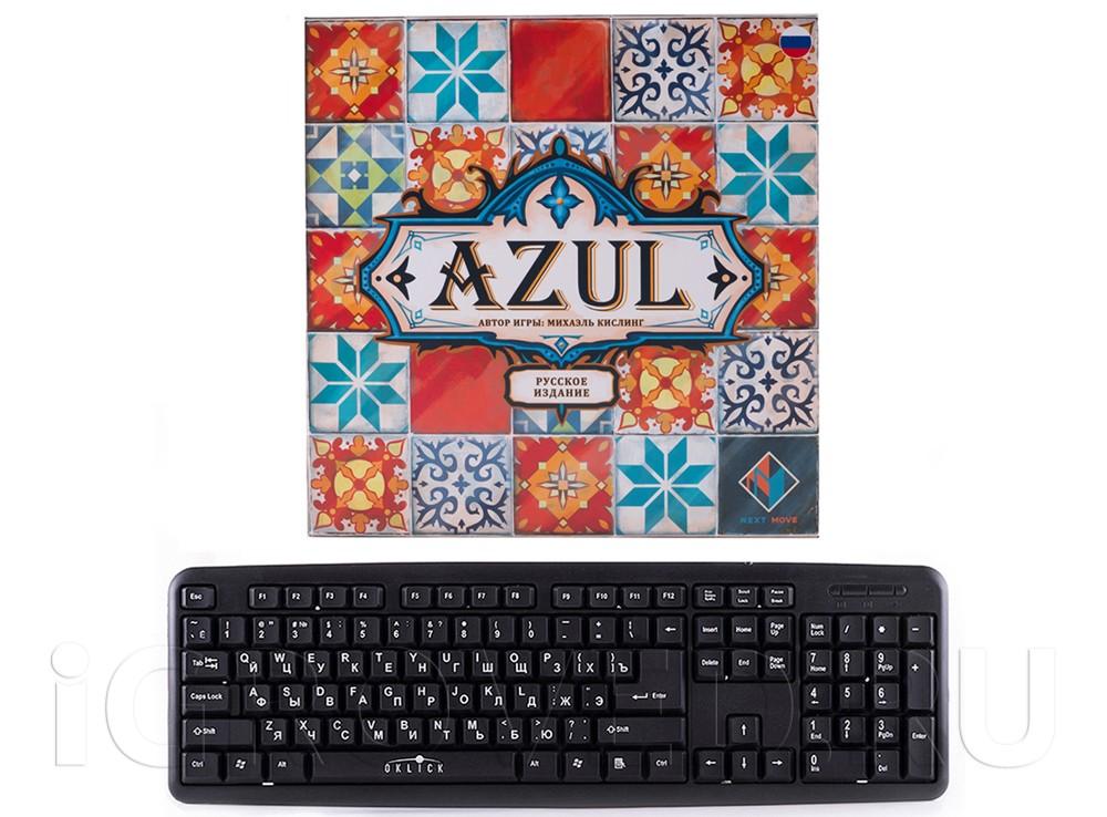 Коробка настольной игры Азул (Azul) по сравнению с клавиатурой