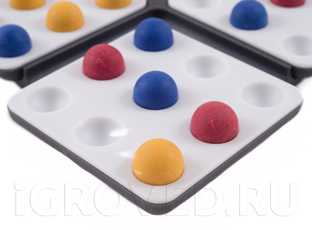 Шарики настольной игры Пентаго. Третье измерение