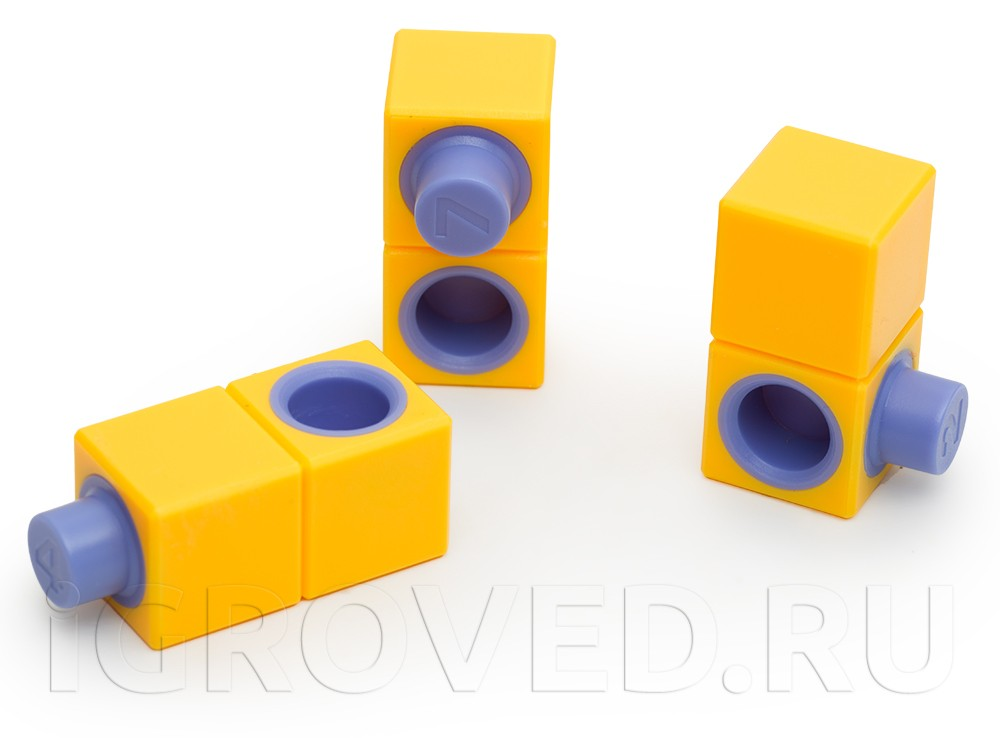 Блоки из настольной игры-головоломки Интерлок
