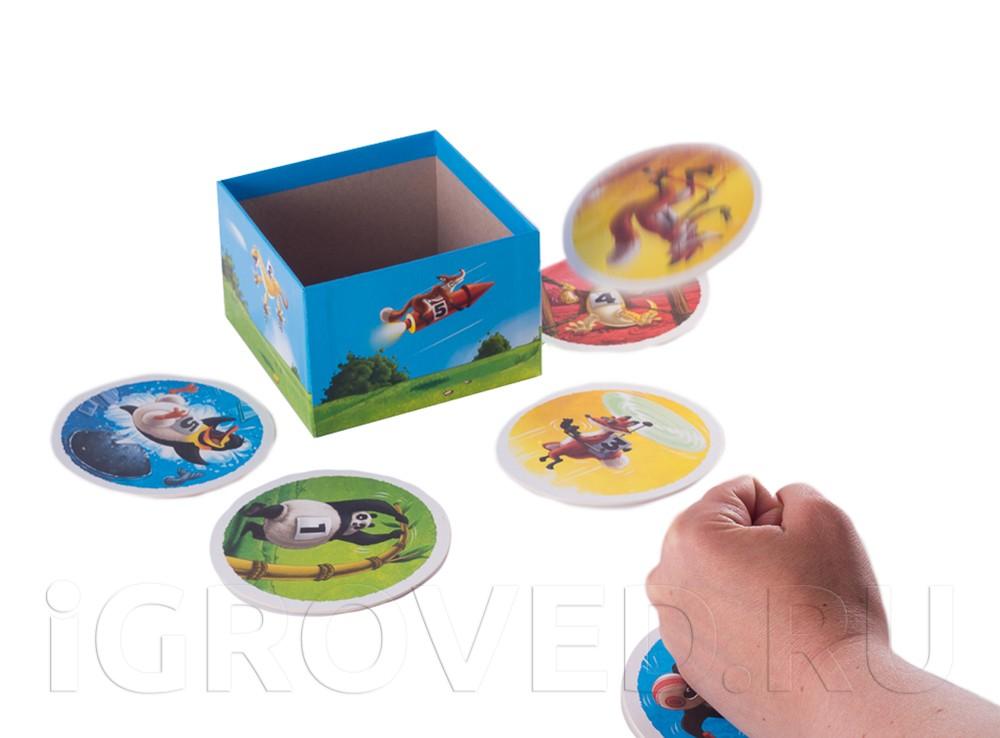Ставим кулак на стол и подкидываем костер так, чтобы он попал в коробку. Настольная игра Летать охота!