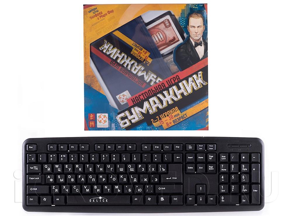 Коробка настольной игры Бумажник по сравнению с клавиатурой