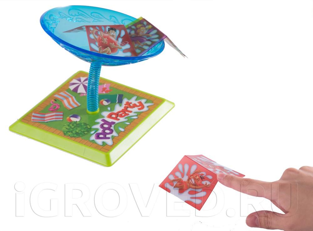 Нажмите на уголок пластиковой карточки, и ваш пловец полетит прямиком в бассейн. Настольная игра Веселье в бассейне (Pool Party)