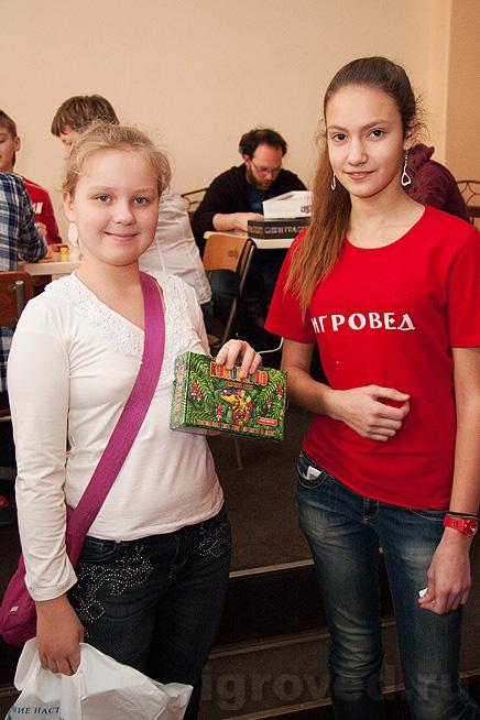 Вручение настольной игры Колоретто победительнице лотереи на Большой Игротеке Игроведа в Теплице 30 марта 2014