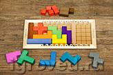 В варианте для детей от трех лет используются все фишки и кубики